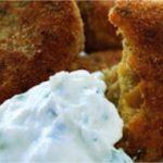 Ρεβυθοκεφτέδες (falafel) και dip γιαουρτιού με ταχίνι