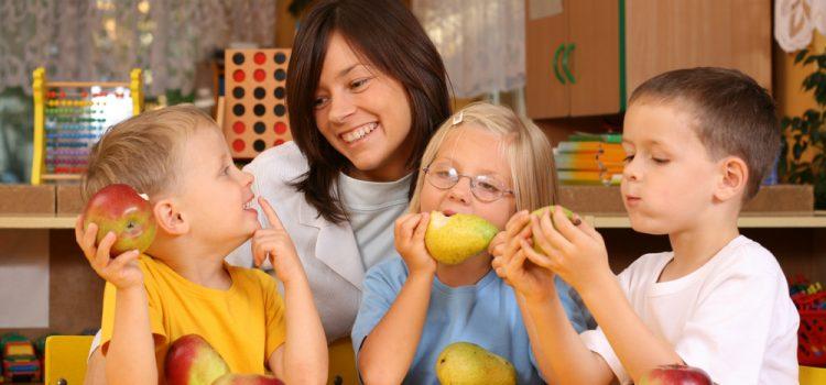 Εκπαιδεύοντας τα παιδιά να τρώνε φρούτα!