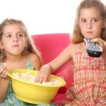 Τι δεν κάνουν τα παιδιά όταν παρακολουθούν τηλεόραση;