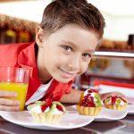 """Διατροφή στην παιδική ηλικία: συχνότερα """"λάθη"""" και τρόποι αντιμετώπισης"""